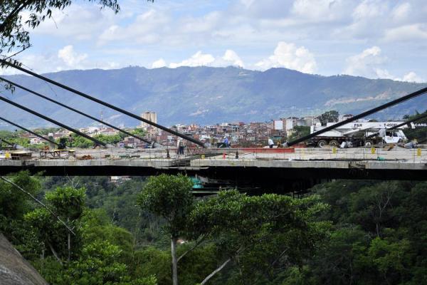 se_instalo_el_ultimo_tirante_del_viaducto_de_la_novena
